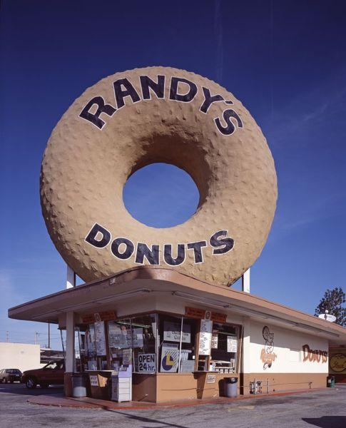 485px-randys_donuts_la_california_lc-hs503-532.jpg